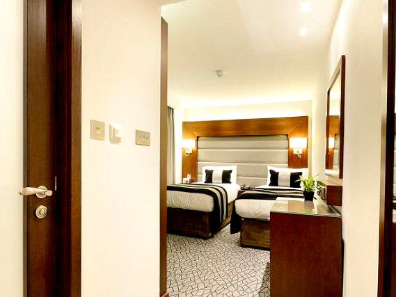 Paddington court hotel paddington central london for 27 devonshire terrace paddington